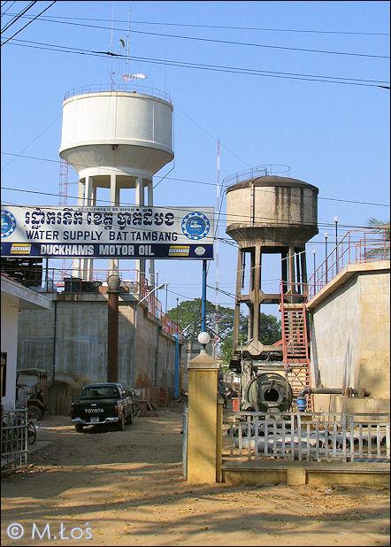 Kambodza_Battambang_2_wtertowers